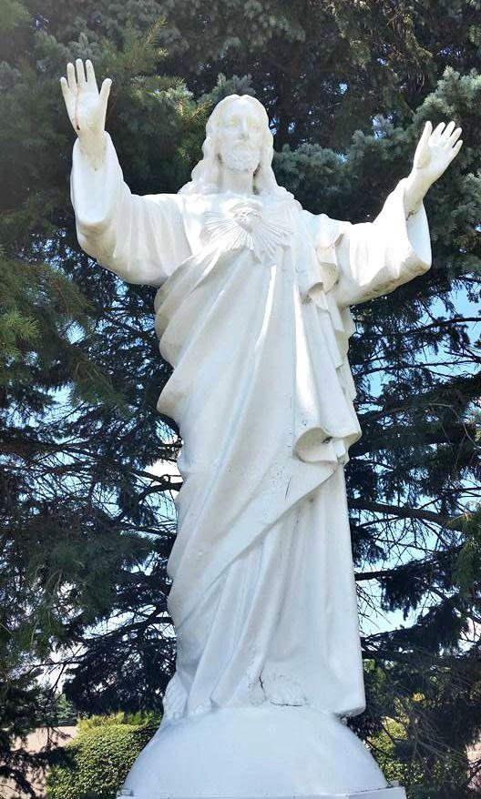 Jesussacredheartstatue1.jpg